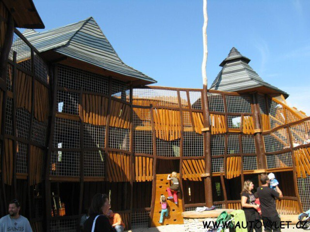 Dřevěný hrad - Mirakulum Milovice