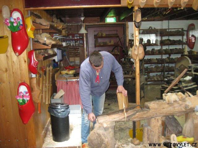 Výroba dřeváků v Holandsku