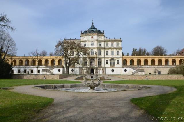 Státní zámek Ploskovice 8