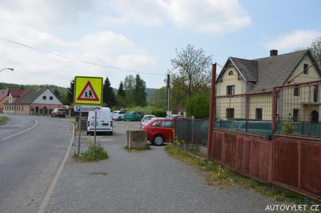 Parkování - Restaurace U Doušů v obci Kravaře