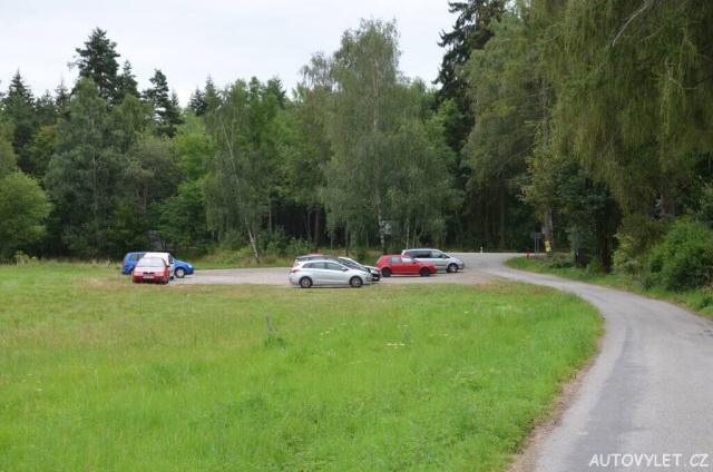 Parkování pod hradem Helfenburg