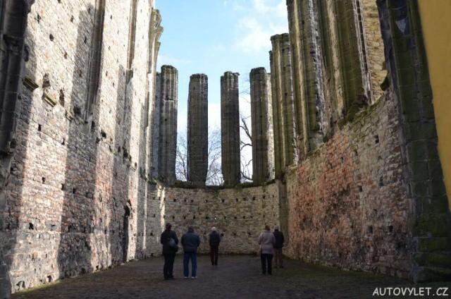 Gotický chrám Panenský Týnec 7