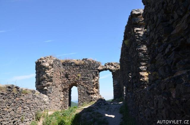 Zřícenina hradu Košťálov 8