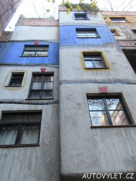 Hundertwasserhaus - pohled ze dvora