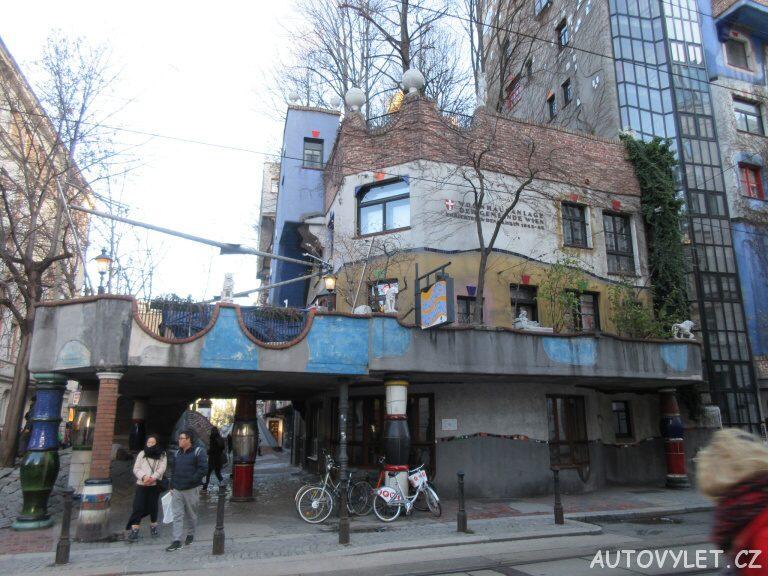 Hundertwasserhaus Vídeň - levá část