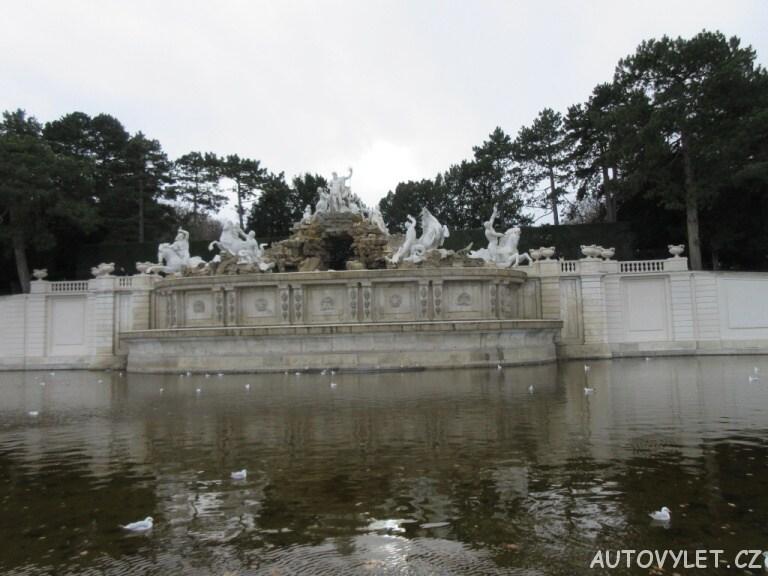 Neptunova kašna Schonbrunn zahrady Vídeň
