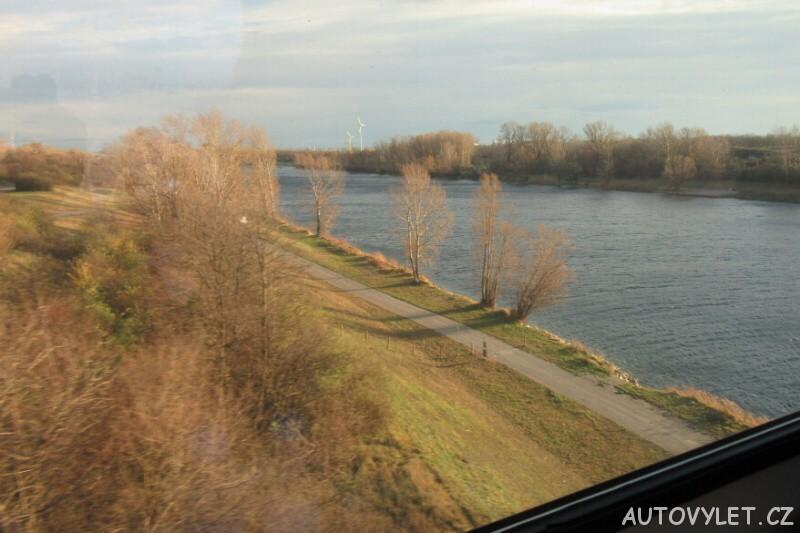 Vlakem přes Dunaj