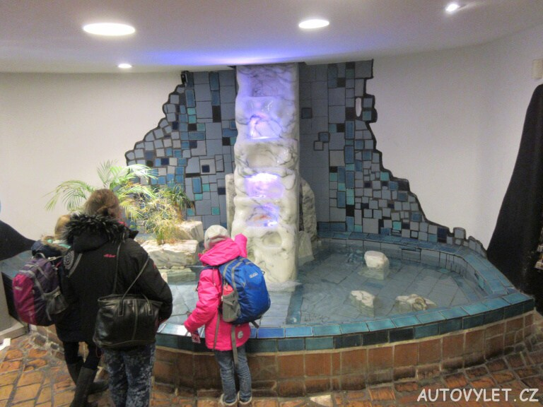 Wc s bazénem - Hundertwasserhaus - Vídeň Rakousko
