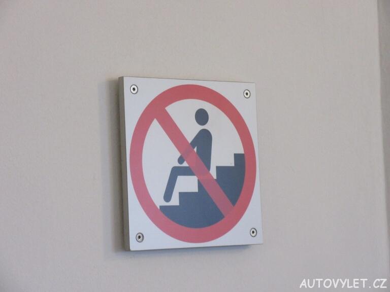 Zákaz sezení - Zámek Schönbrunn - Vídeň Rakousko