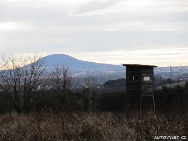 Hora Říp v dáli