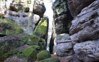 Skalní hrad Nedamy - jeskyně