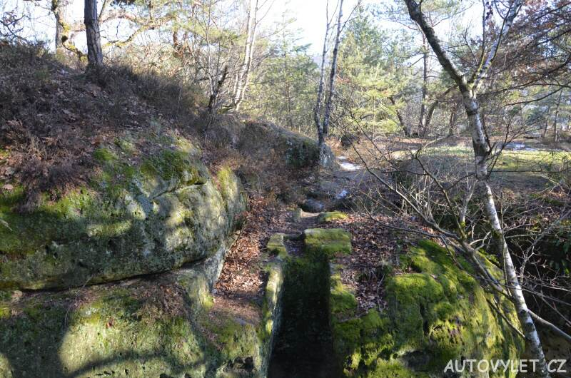 Skalní hrad Nedamy - jeskyně 7