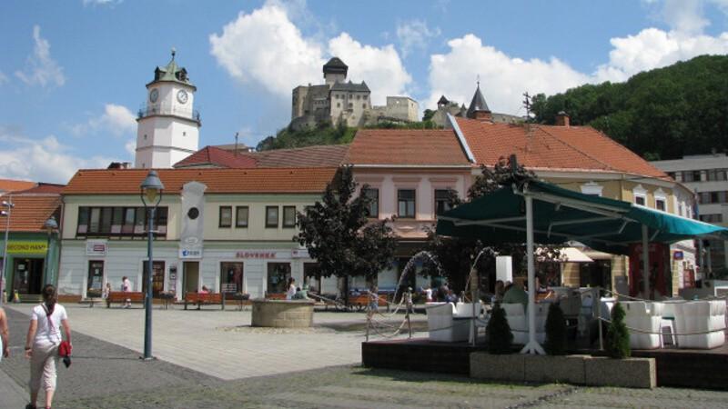 Město Trenčín a hrad - Slovensko