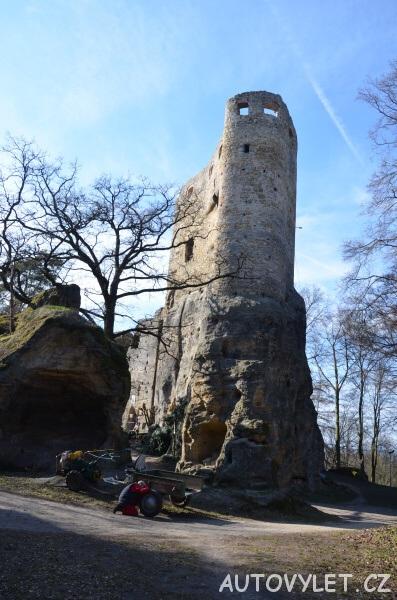 Valečov - zřícenina skalního hradu 2