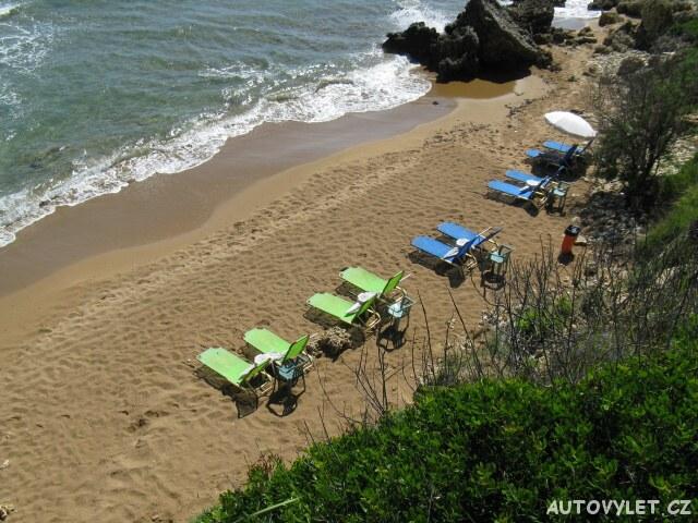 Lehátka na pláži - Letovisko Agios Georgios Řecko Korfu