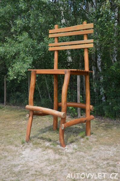 Židle ve Fajn parku