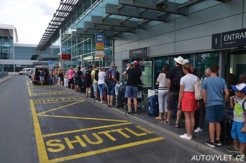 Go parking - parkování u letiště - fronta