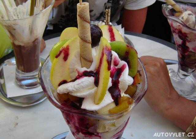Zaostrog Chorvatsko - zmrzlinový pohár Dannyho cukrárna