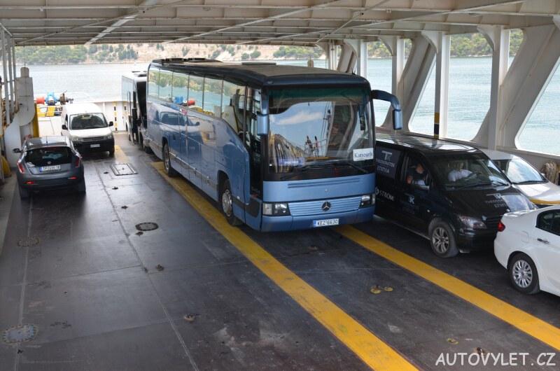 Autobus na trajektu Lixouri - Argostoli Kefalonia