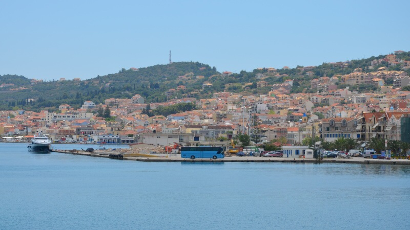 Autobus v přístavu - Argostoli Kefalonia