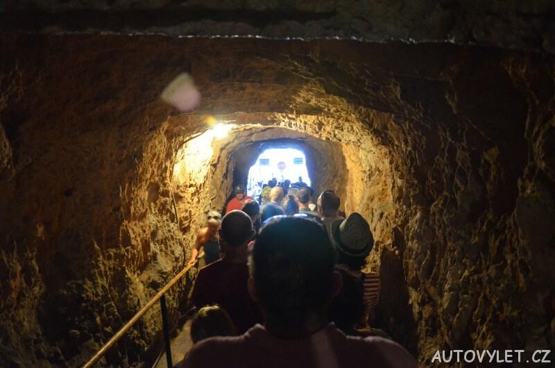 Jeskyně Melissani Kefalonie - fronta v tunelu