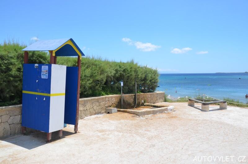 Pláž Xi - Kefalonie Řecko - převlékárna a sprcha