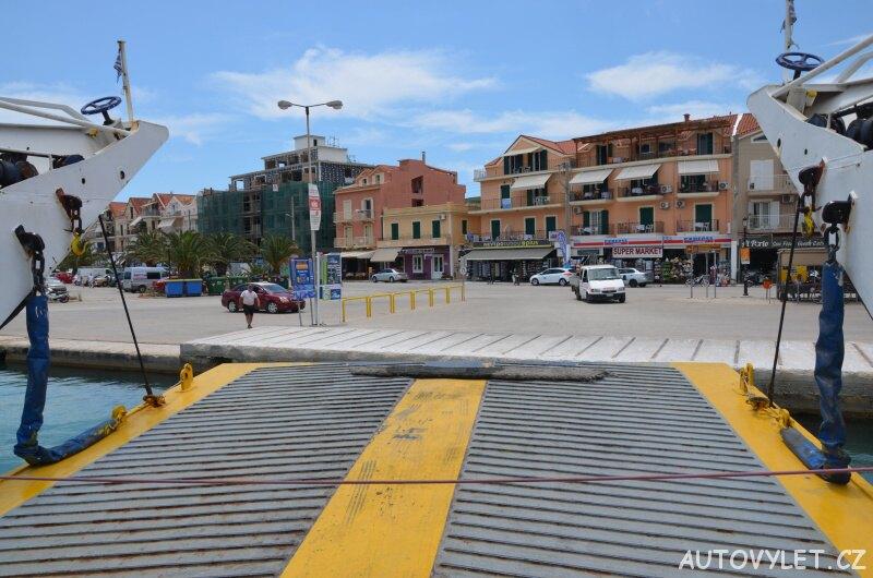 Výjezd z trajektu v Argostoli