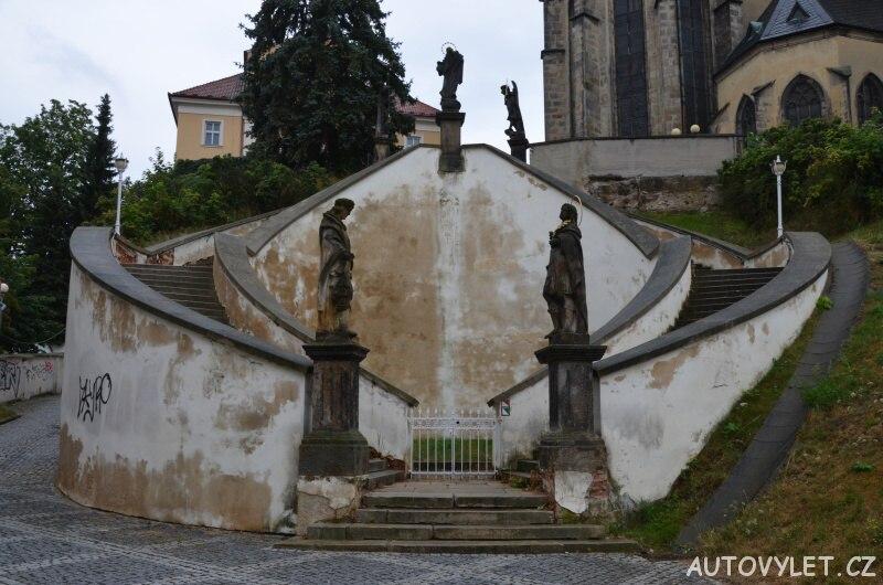 Sochy na schodišti u kostela sv. Mikuláše - Cheb