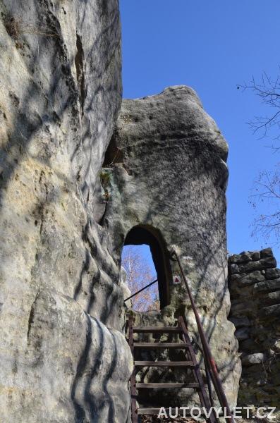 Bischofstein - zřícenina hradu Skály 2