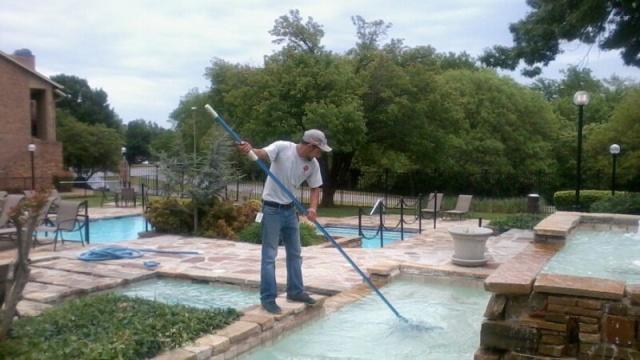 pool operator - bazénový plavčík