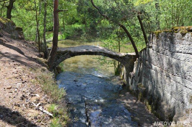 Kamenný most u Mlýnského rybníka