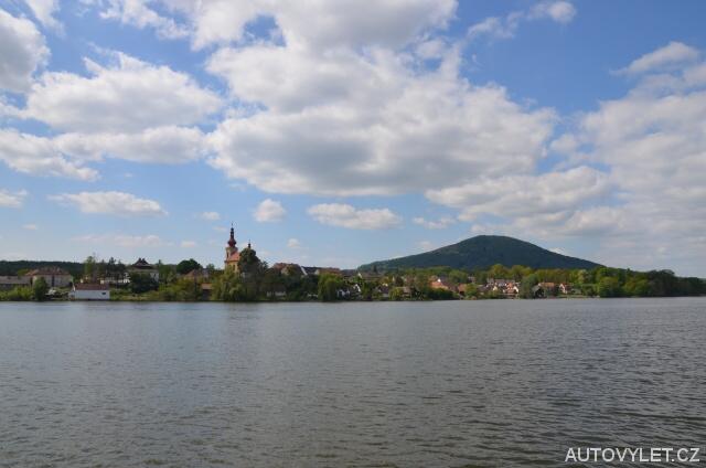 Městys Holany a kopec Vlhošť