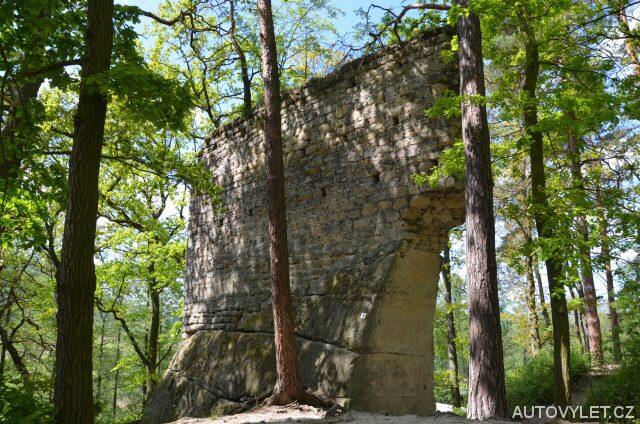 Zřícenina hradu Milčany (Vítkovec)