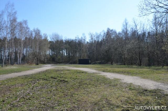 Rybník Oprám Varvažov - parkoviště