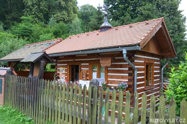 Kiosek s občerstvením u Modlivého dolu ve Svojkově