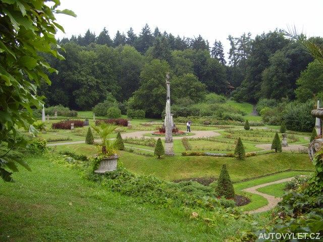 Zámek Konopiště - růžová zahrada 2