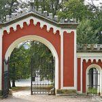 Brána zámku Karlova Koruna