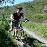 Na koloběžce kolem Vltavy do Ládví