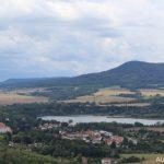 Městečko Úštěk a jezero Chmelař