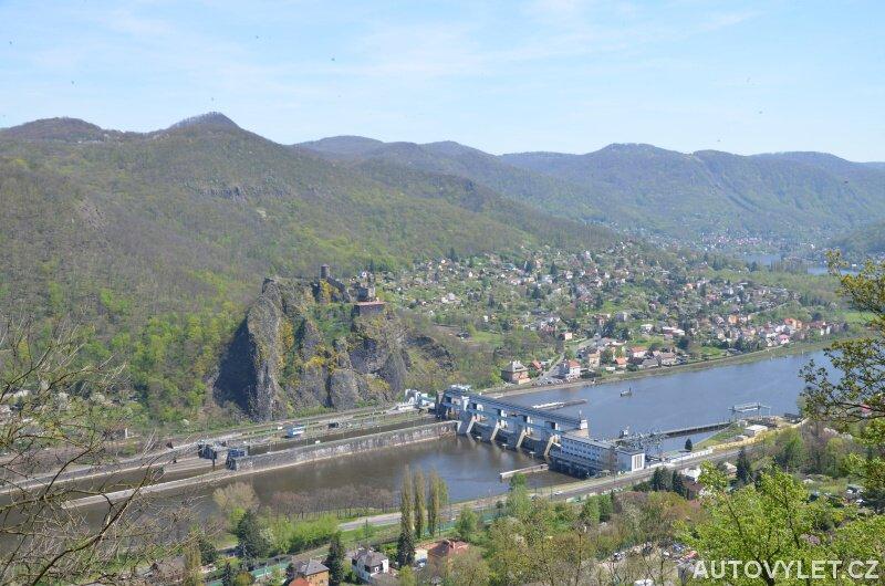 Výhled na hrad Střekov a Masarykova zdymadla