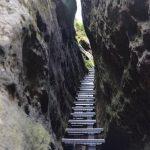 Schody mezi skalami