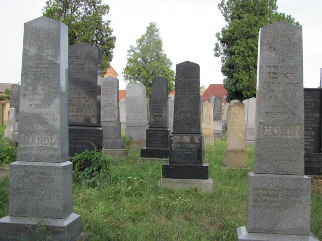 Židovský hřbitov v Uherském Ostrohu