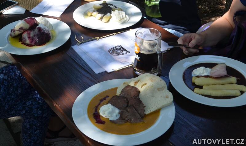 Oběd v dřevěném městečku v Rožnově