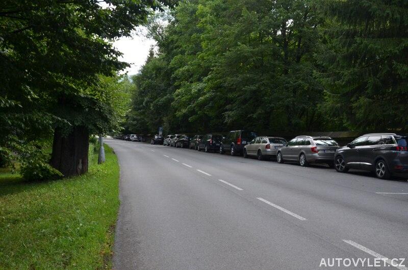 Parkování u Valašského muzea v přírodě