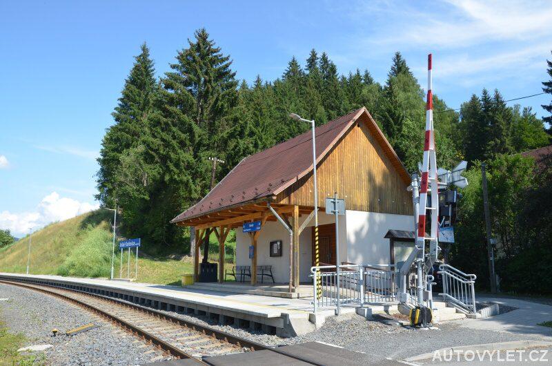 Vlaková zastávka Velké Karlovice