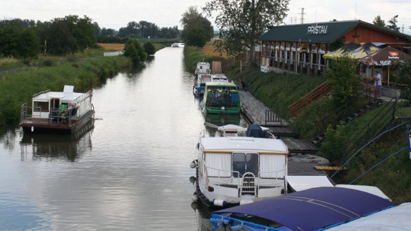 Baťův kanál plavba lodí dovolená