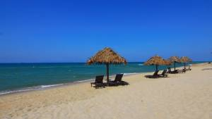 bulharsko moře pláž slunečníky