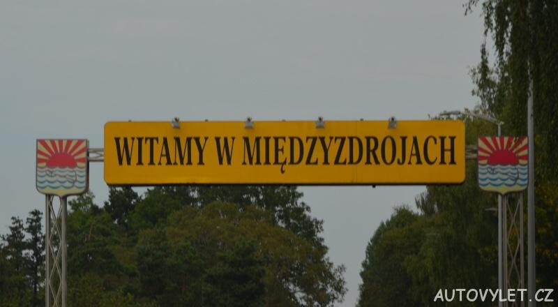 Cedule Vítejte v Mezizdrojích v Polsku