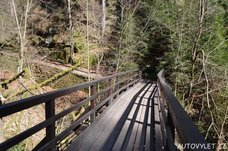 Most přes řeku Kamenici v soutěskách