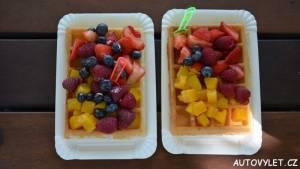 gofry - wafle s ovocem - polsko